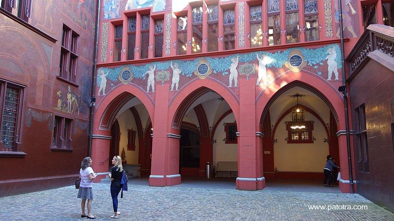 Innenhof Rathaus Basel