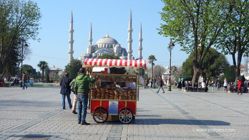 Kringelwagen vor der Blauen Moschee