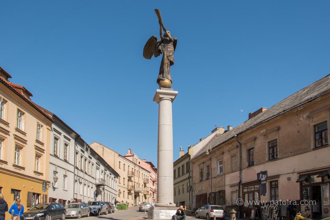 Uzopio Statue