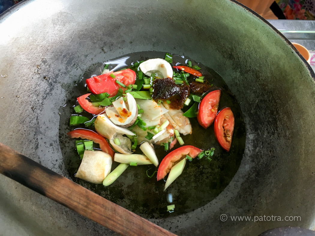 Tom Yum Goong kochen