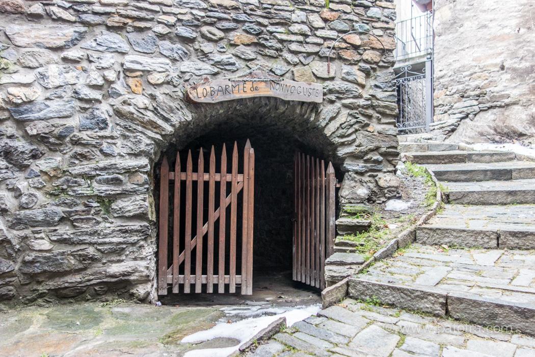 Hoehle Villeneuve Aostatal