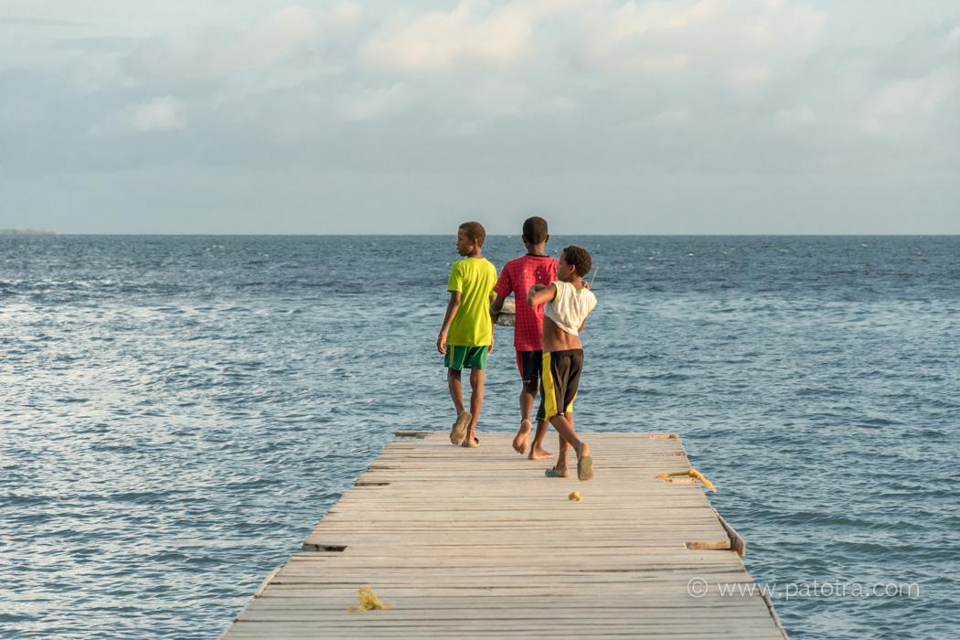 Kinder Insel Mucura Kolumbien