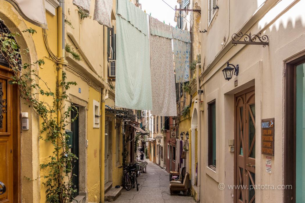Waescheleine in den Gassen von Korfu
