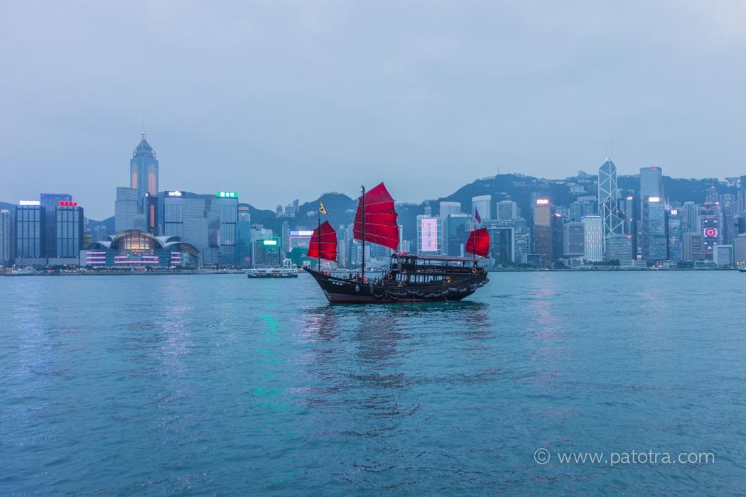 Victoria Harbour Hongkong Dschunke