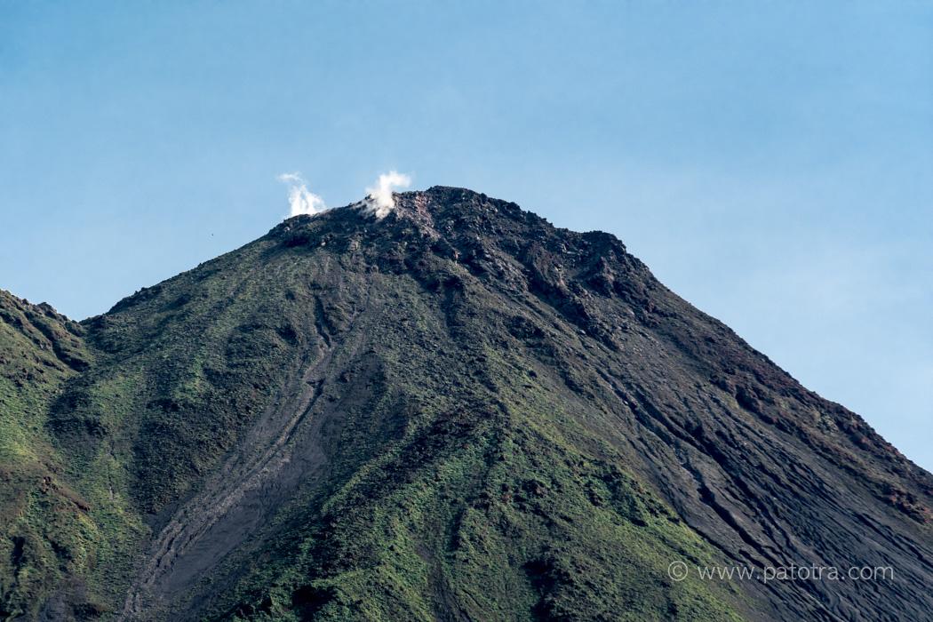 Vulkan Arenal Krater