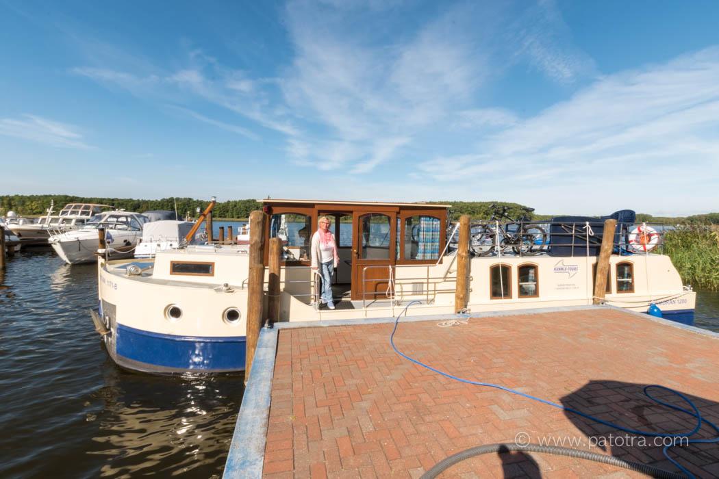 Patotra auf dem Hausboot