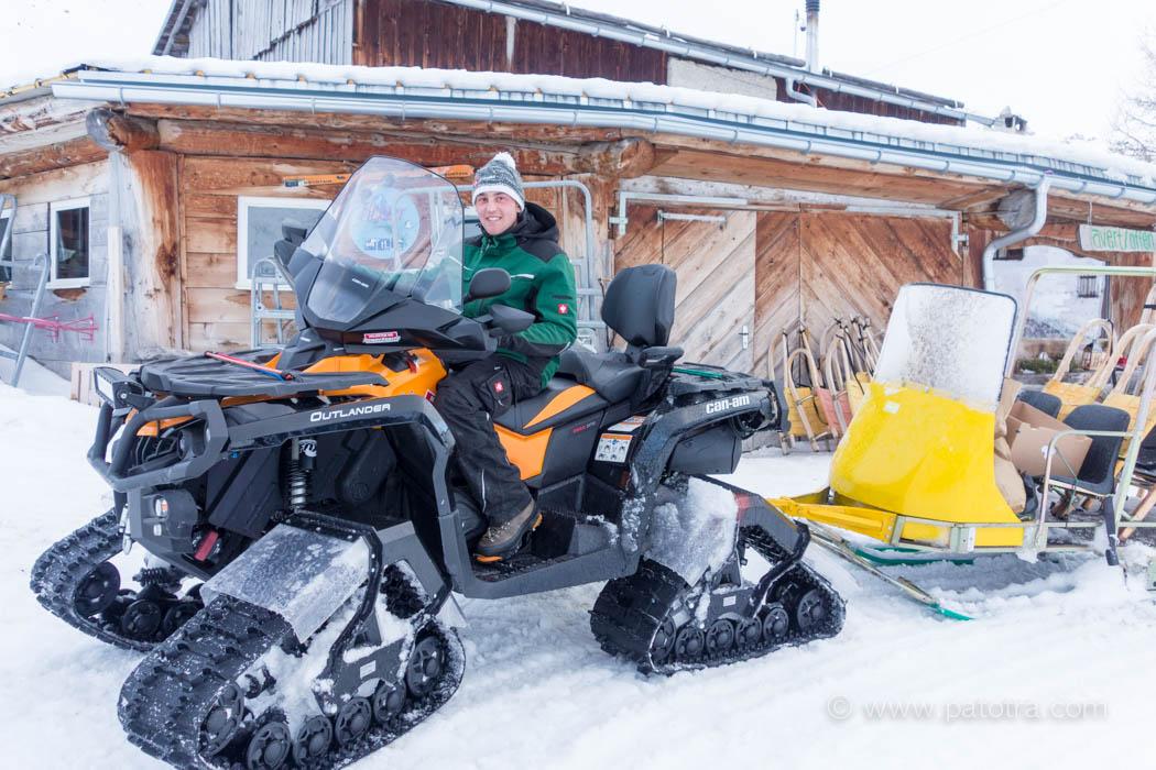 Manuel Cotti mit dem Schneemobil