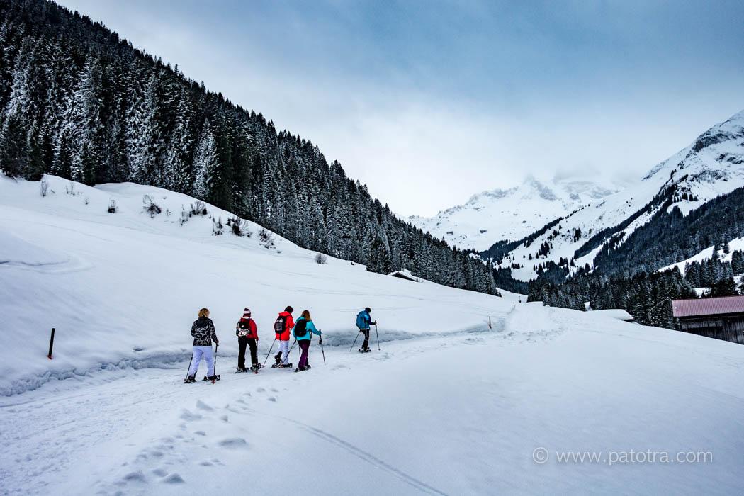 Scheeschuhwandergruppe im Montafon