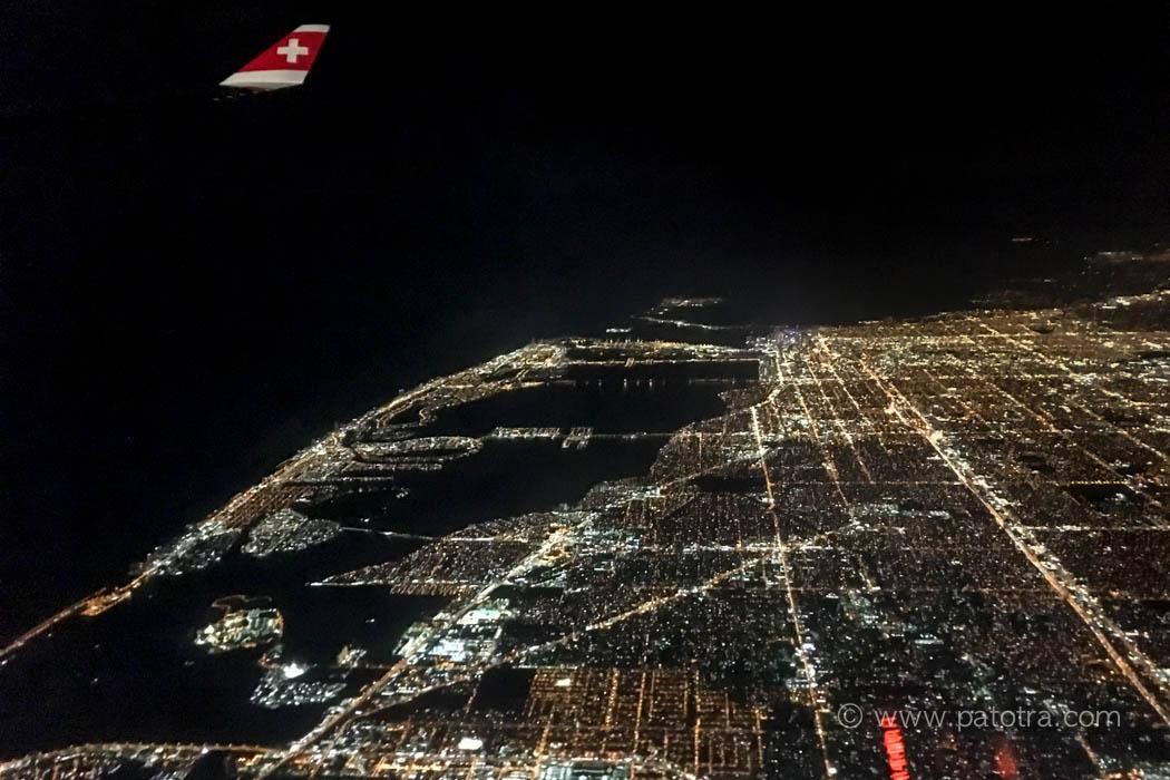 Nachtflug ueber Miami Beach