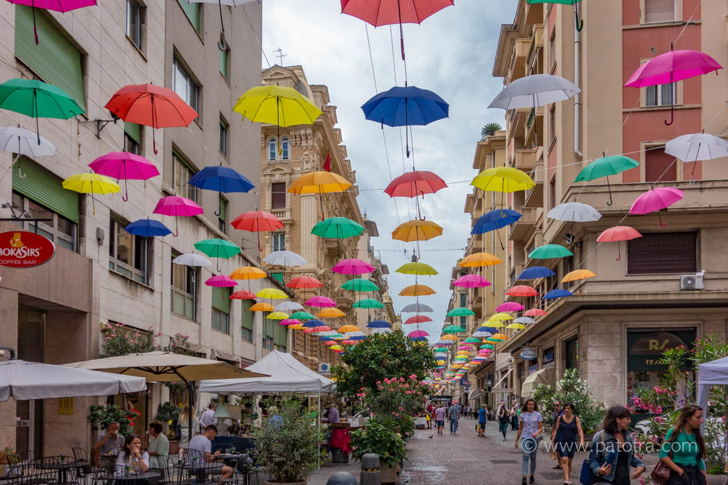 bunte Schirme Genua