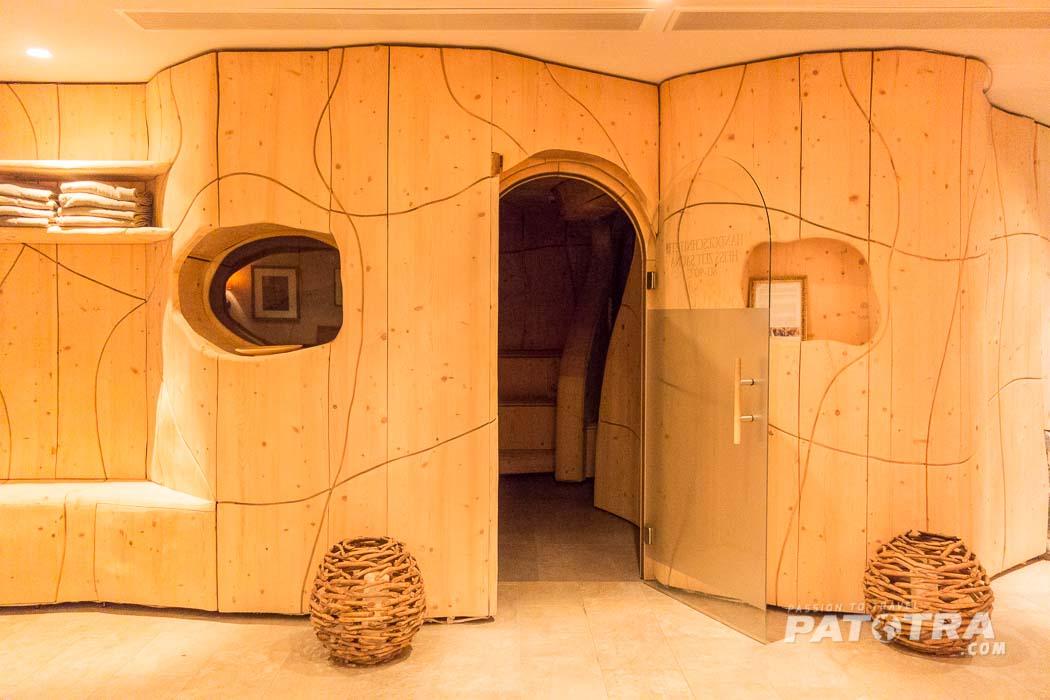 handgeschnitzte Sauna
