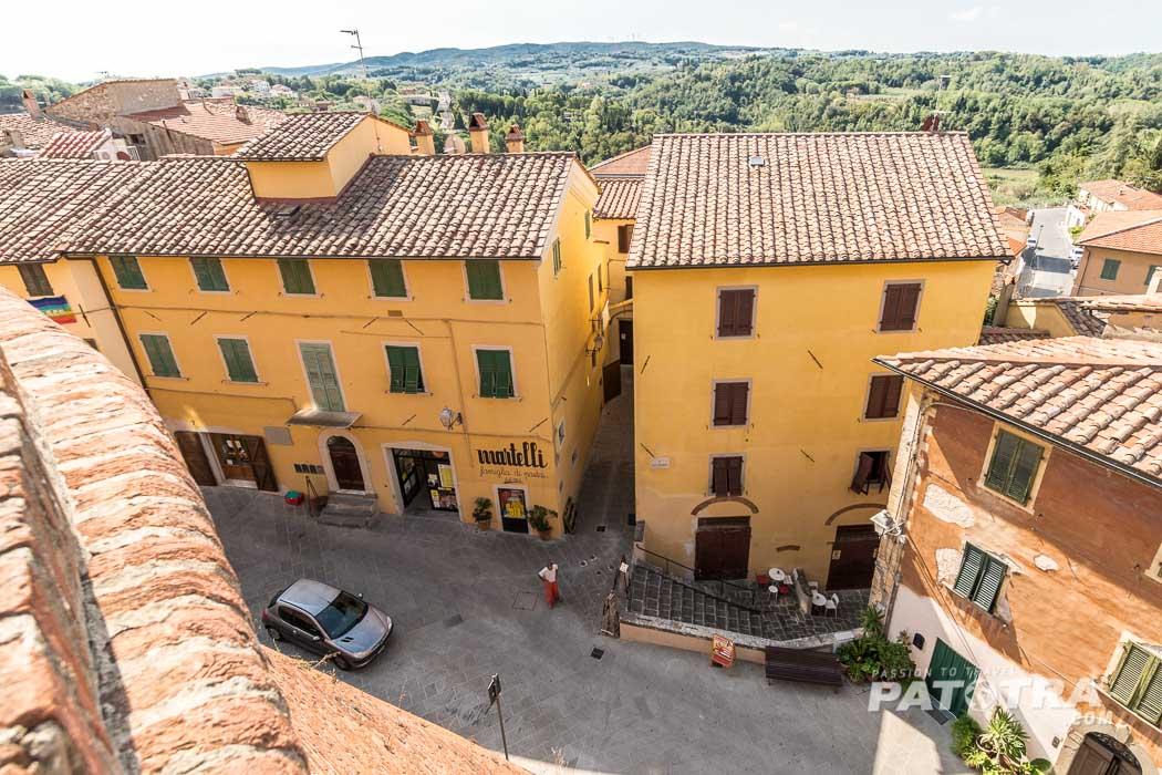 Ausblick vom Castello dei Vicari, Lari