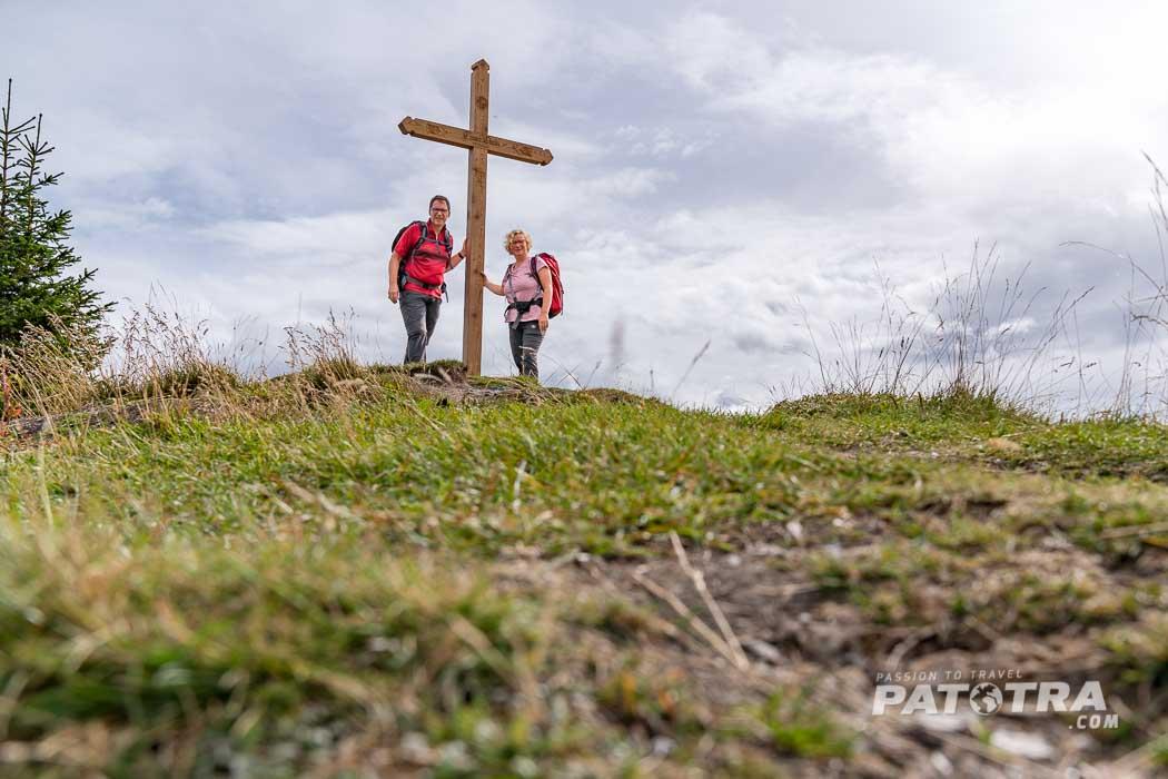Am Gipfelkreuz des Tenner Chrüz