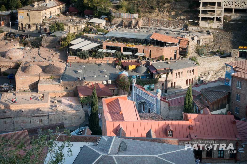 Der Blick von oben über das Bäderviertel in Tiflis