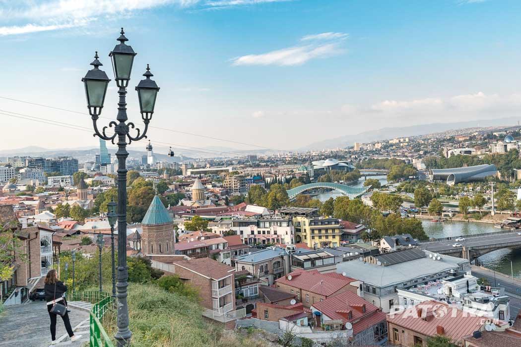 Der Blick über die Stadt Tiflis