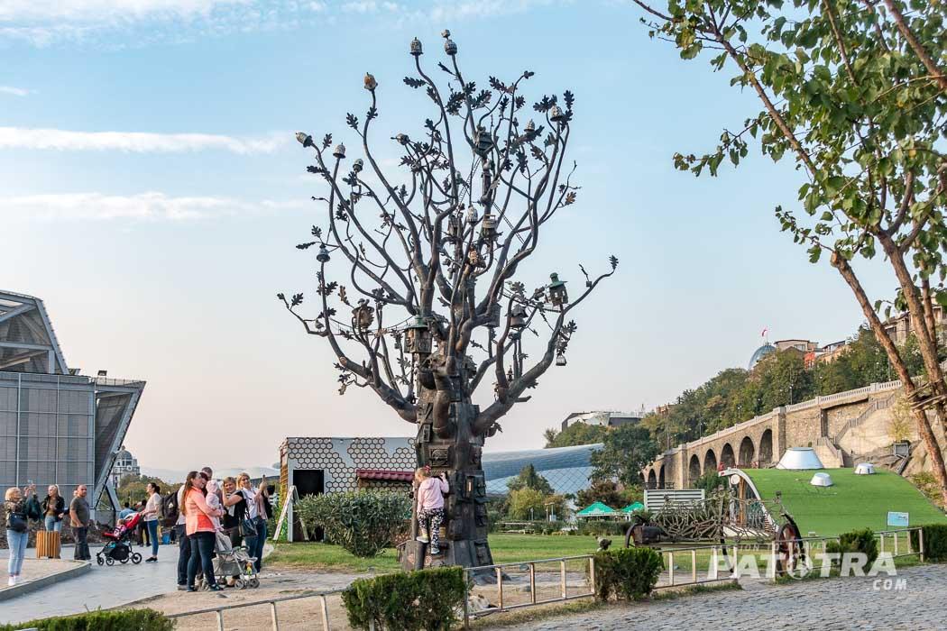Ein Baum aus Metall