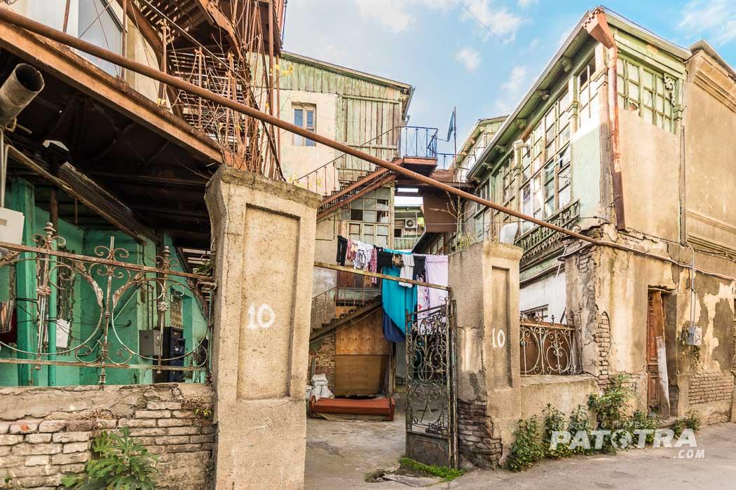 Tiflis alte, marode Häuser