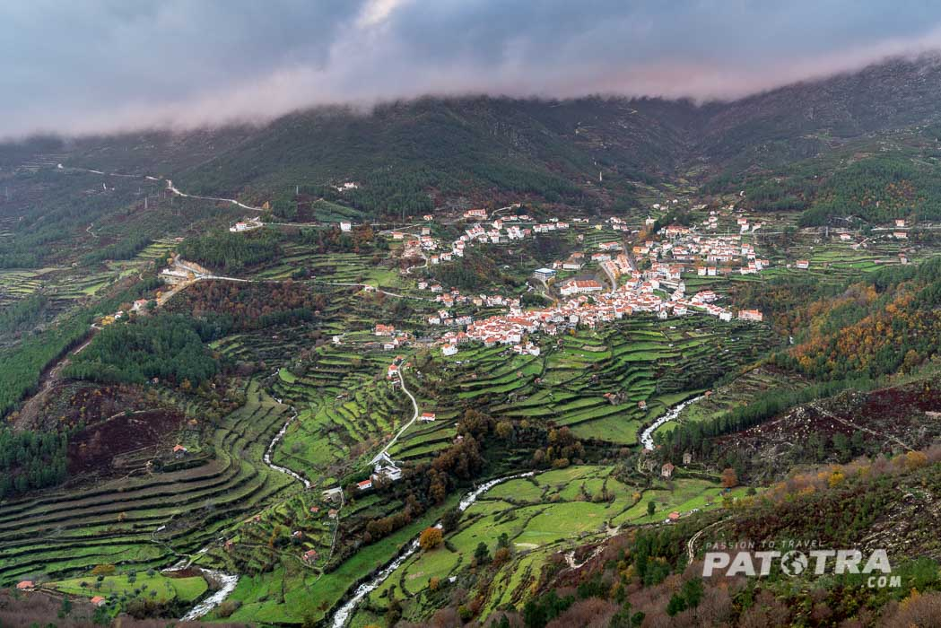 Das Dorf Cabeca von Weitem