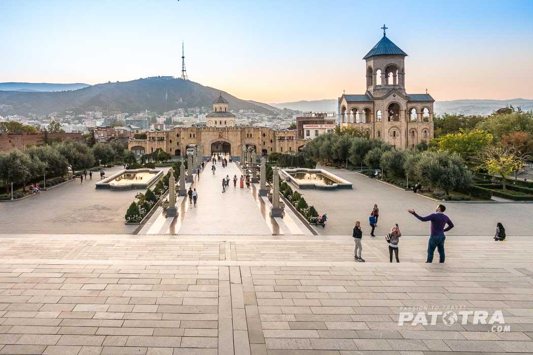 Der Blick von der Sameba Kathedrale in Richtung Stadt