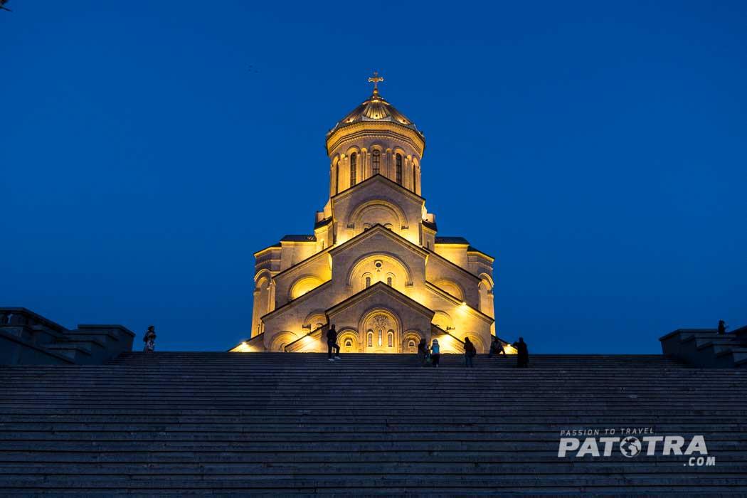 Die Sameba Kathedrale zur blauen Stunde