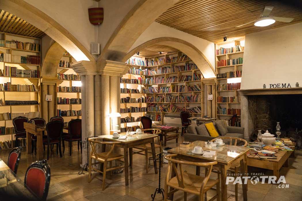 Ein Restaurant voller Bücher