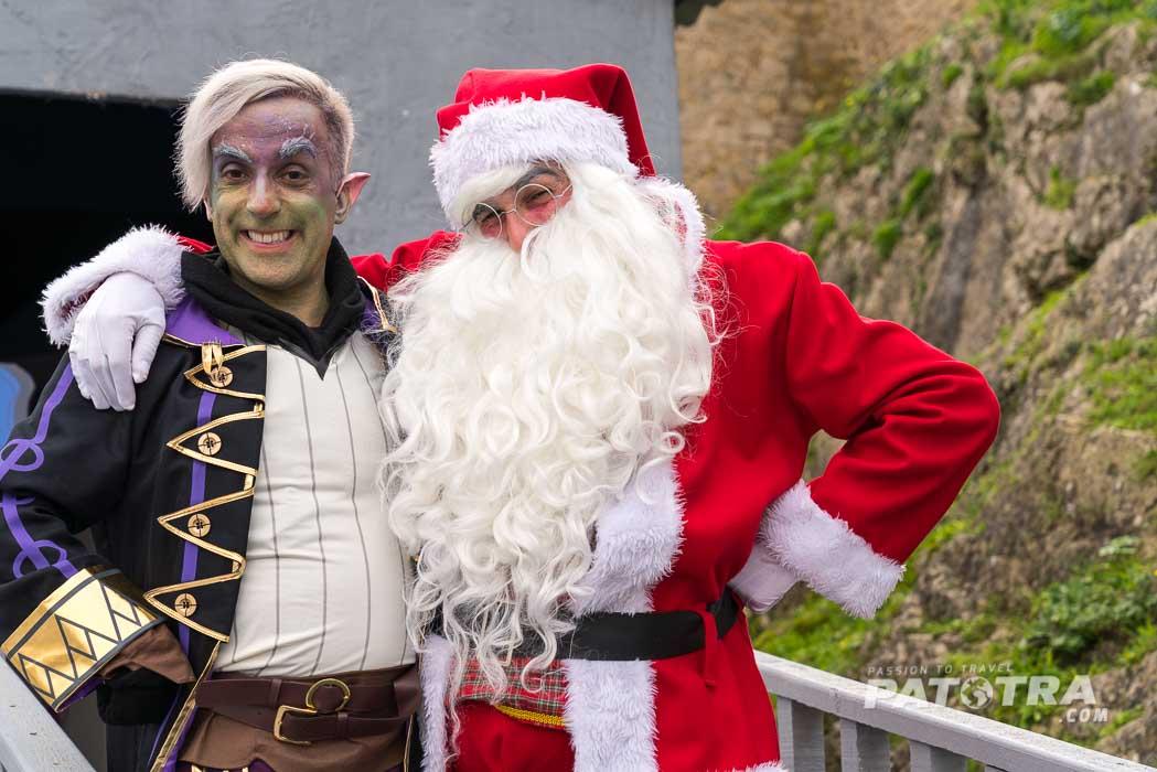 Ein Elf und der Weihnachtsmann