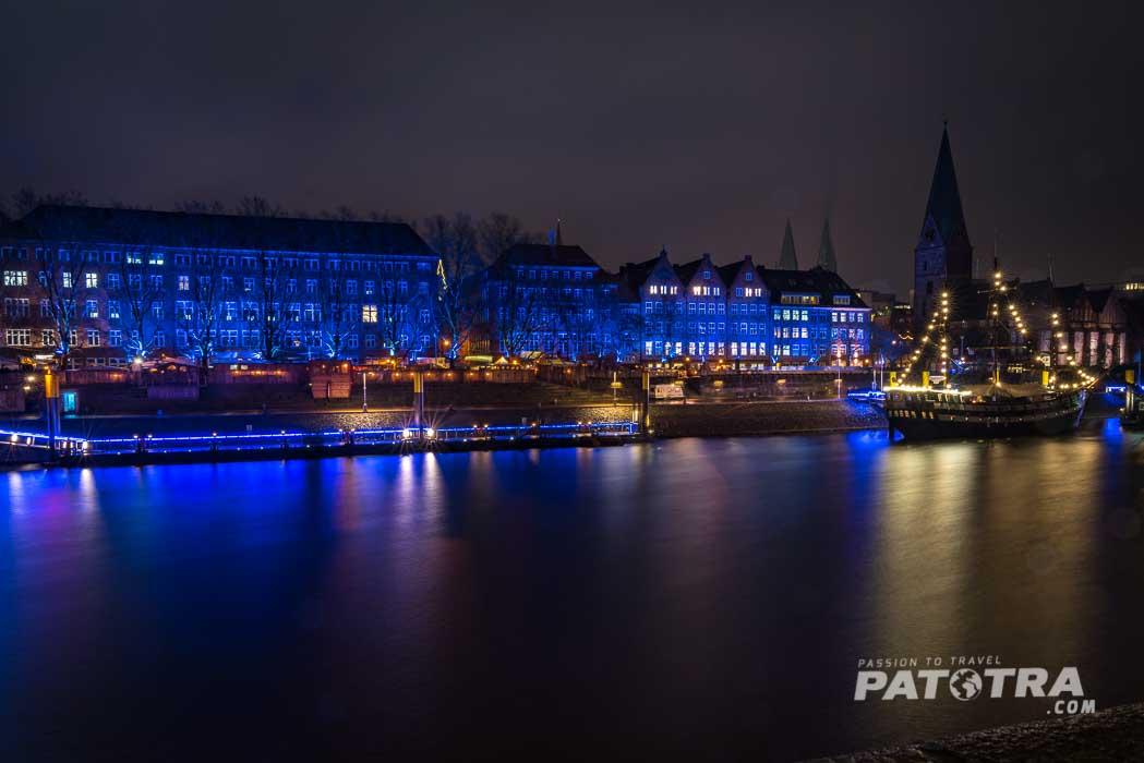 die festlich beleuchteten Schiffe an der Weser