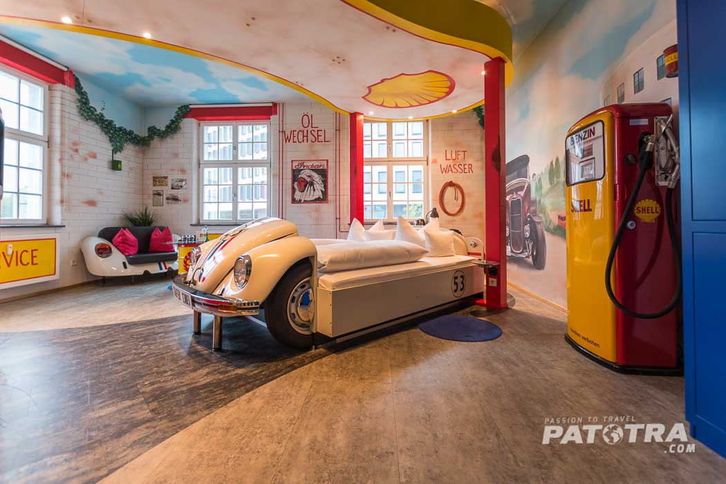 Zimmer mit Auto-Bett im V8 Hotel in Stuttgart Böblingen