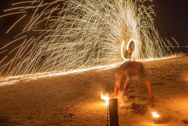 Feuershow am Strand