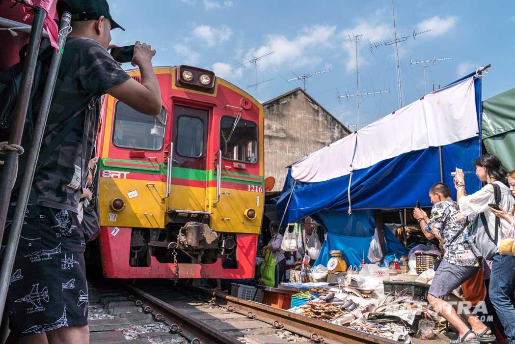 Einfahrt Zug Maeklong