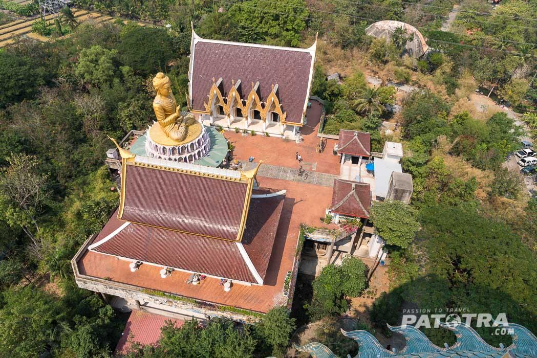 Der Blick von ganz oben auf weitere Tempel