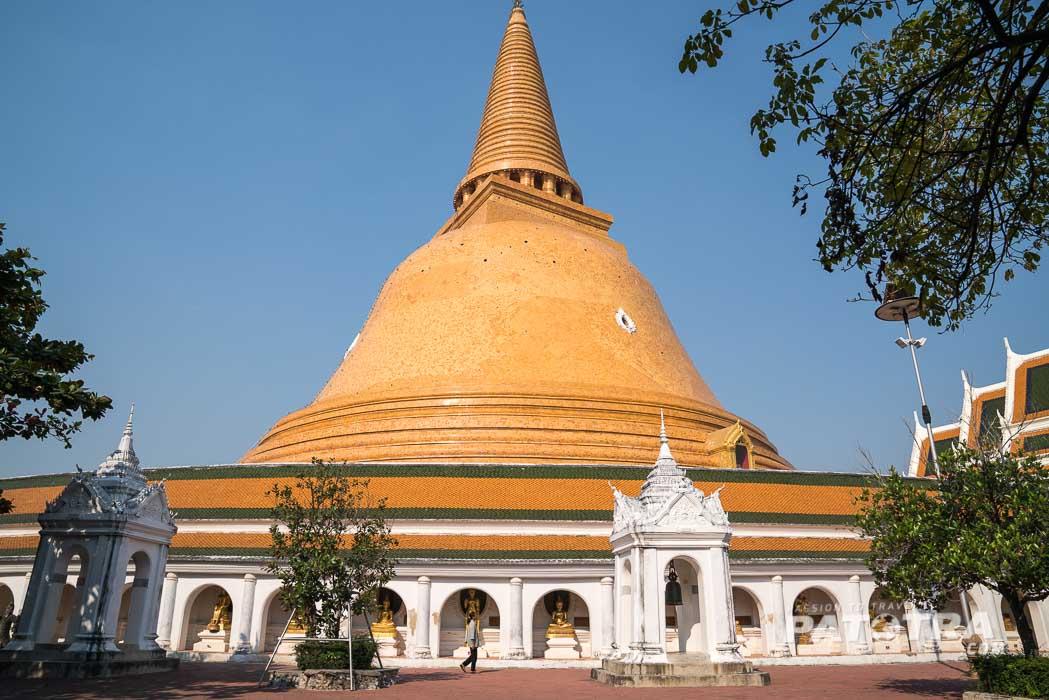 Der hohe Chedi des Phra Pathom