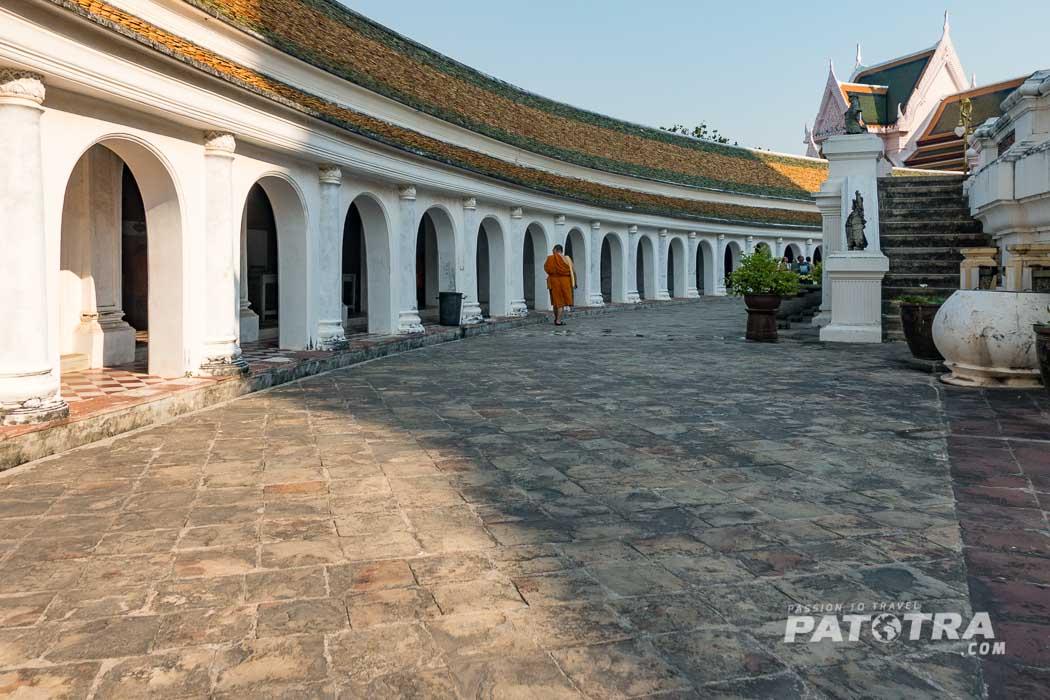 ein Mönch im Phra Pathom