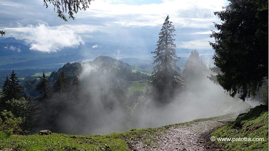 Nebel auf der Wanderung zum Chruezegg