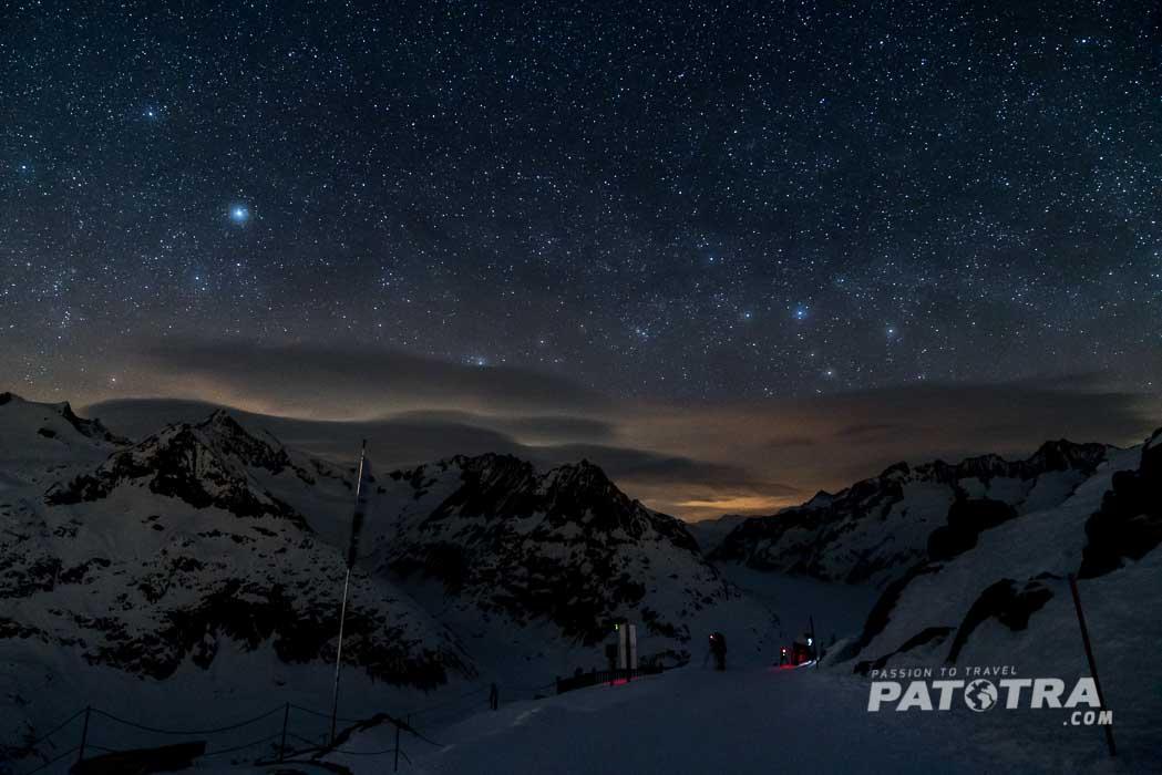 Tausend Sterne funkeln über dem Aletschgletscher