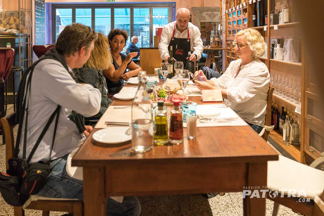 In geselliger Runde Food & Wine Tour Locarno